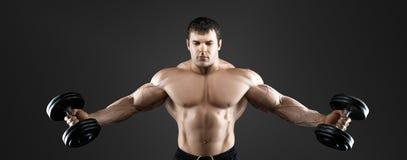 Portret bodybuilder z dumbbells Obraz Royalty Free
