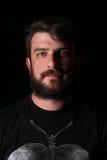 Portret brodaty facet z miłymi oczami zakończenie W górę czerń Obrazy Stock