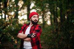 Portret brodaty mężczyzna w lesie Zdjęcia Stock