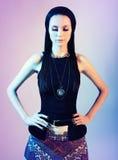 Portret brunetka z kontrasta oświetleniem Fotografia Royalty Free