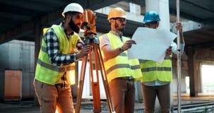 Portret budowa inżyniery pracuje na placu budowy zdjęcia stock