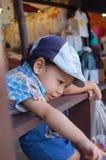 Portret chłopiec, azjata wiek 2 roku przy spławowym rynkiem Fotografia Stock