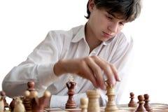 Portret chłopiec bawić się szachy zdjęcia royalty free