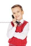 Portret chłopiec emocjonalnie opowiada na depeszującym telefonie na whit Fotografia Stock