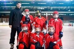 Portret chłopiec graczów drużynowy hokej na lodzie fotografia royalty free