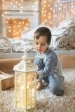 Portret chłopiec i światło w pokoju Obrazy Royalty Free