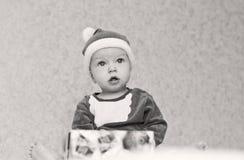 Portret chłopiec Santa śliczny pomagier Zdjęcia Royalty Free