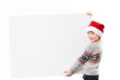 Portret chłopiec w bożego narodzenia mienia kapeluszowym bielu Obraz Stock