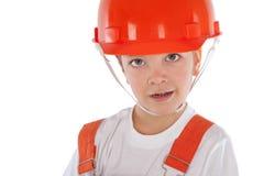 Portret chłopiec w pomarańczowym hełmie, odosobnienie zdjęcia royalty free