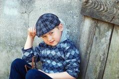 Portret chłopiec, dziecko trzyma slingshot Obraz Royalty Free