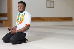 Portret czarnego afrykanina mężczyzna W meczecie Zdjęcia Royalty Free