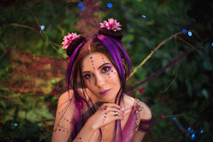 Portret, czarodziejek spojrzenia w kamerę jej ogromni, piękni oczy, Zdjęcia Stock