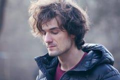 Portret d'homme bel dans une veste noire Photographie stock libre de droits