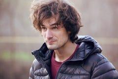 Portret d'homme bel dans une veste noire Photos libres de droits