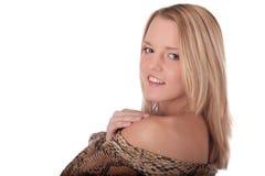 Portret dat jonge vrouw in studio glimlacht stock foto's