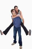 Portret dat van de mens zijn meisje op zijn rug houdt Stock Fotografie
