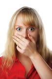 Portret dat van doen schrikken vrouw mond behandelt met hand royalty-vrije stock fotografie