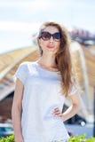 Portret dichte omhooggaand van jonge mooie blondevrouw Royalty-vrije Stock Foto's