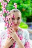 Portret die mooie vrouw charmeren Het aantrekkelijke meisje heeft mooi stock foto