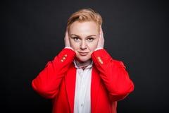 Portret die van aantrekkelijke zaken oren zoals doof concept behandelen royalty-vrije stock foto's