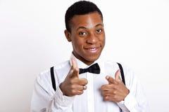 Portret die van de jonge mens over witte achtergrond richten Stock Foto's