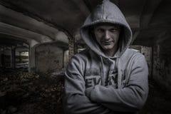 Portret die van een taaie kerel, uitdrukkingen tonen Royalty-vrije Stock Foto