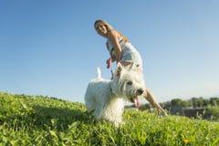Portret die van mooi meisje vrij wit houden Royalty-vrije Stock Foto