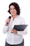 Portret dojrzały żeński reporter z mikrofonem i schowkiem Zdjęcie Stock