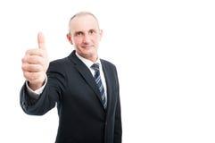 Portret dojrzały elegancki mężczyzna pokazuje kciuk up Fotografia Stock
