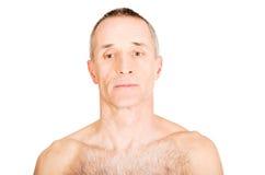 Portret dojrzały mężczyzna z poważnym spojrzeniem zdjęcie stock