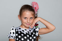 Portret dosyć ono uśmiecha się młoda dziewczyna obrazy stock