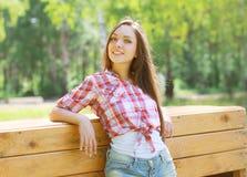 Portret dosyć szczęśliwa dziewczyna Obrazy Royalty Free