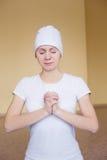 Portret duchowa młoda kobieta robi joga mudra żółwia Fotografia Royalty Free