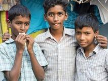 Portret dwa życzliwa Indiańska biedna Młoda chłopiec obrazy royalty free