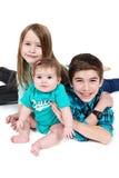 Portret dwa dziewczyny i chłopiec fotografia royalty free