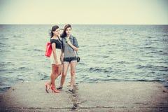 Portret dwa kobiety w morzu Obraz Royalty Free