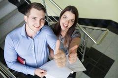 Portret dwa uśmiechniętego biznesowego persons zdjęcia stock