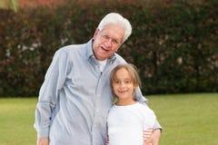 Szczęśliwy dziad I córka zdjęcia royalty free