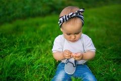 Portret dziecko w drelichu troszkę odziewa Fotografia Stock
