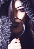 Portret dziewczyna, popiersie w futerkowym żakiecie, brown oko Zdjęcie Stock