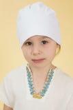 Portret dziewczyna w białym sportswear troszkę Fotografia Royalty Free
