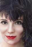 Portret dziewczyna w czerni piórka pióropuszu Dymiący oko makijaż Obraz Royalty Free