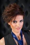 Portret dziewczyna w kamizelce z błękitnym krawatem Fotografia Royalty Free