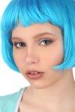 Portret dziewczyna z błękitnym włosy z bliska Biały tło Obraz Stock
