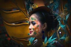 Portret dziewczyna z fantazja kostiumem przy Azja Afryka festiwalem obrazy stock