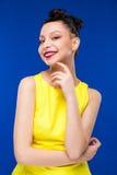 Portret dziewczyna z makijażem w kolor żółty sukni zdjęcia stock
