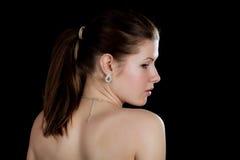 Portret dziewczyna z ogołacającymi ramionami Zdjęcie Stock