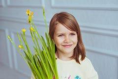 Portret dziewczyna z troszkę kwiaty Zdjęcie Royalty Free