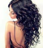 Portret dziewczyny piękny model z długim czernią fryzował włosy obrazy royalty free