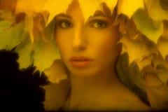 Portret een betoverend meisje in retro stijl met Stock Afbeelding